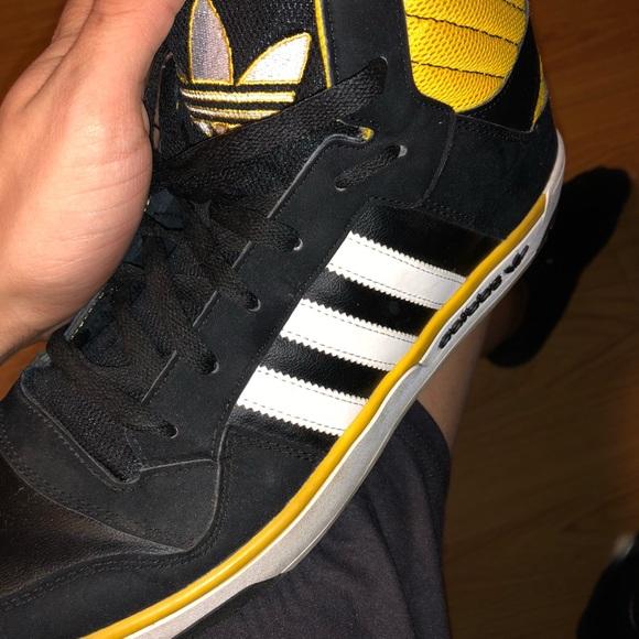 Le adidas nero e giallo hi - top poshmark